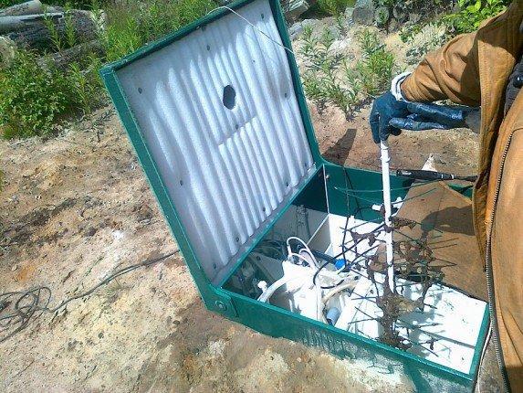 Очистка накопительной камеры септика от мусора